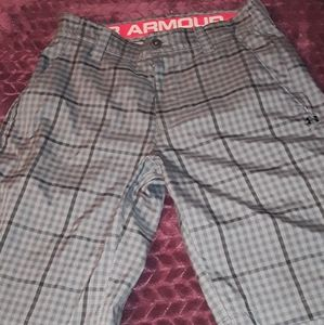 Under armour walking shorts size 30
